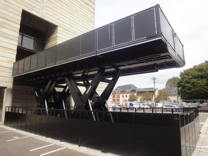 RÉALISATION SPÉCIALE Monte-camion double ciseaux horizontaux